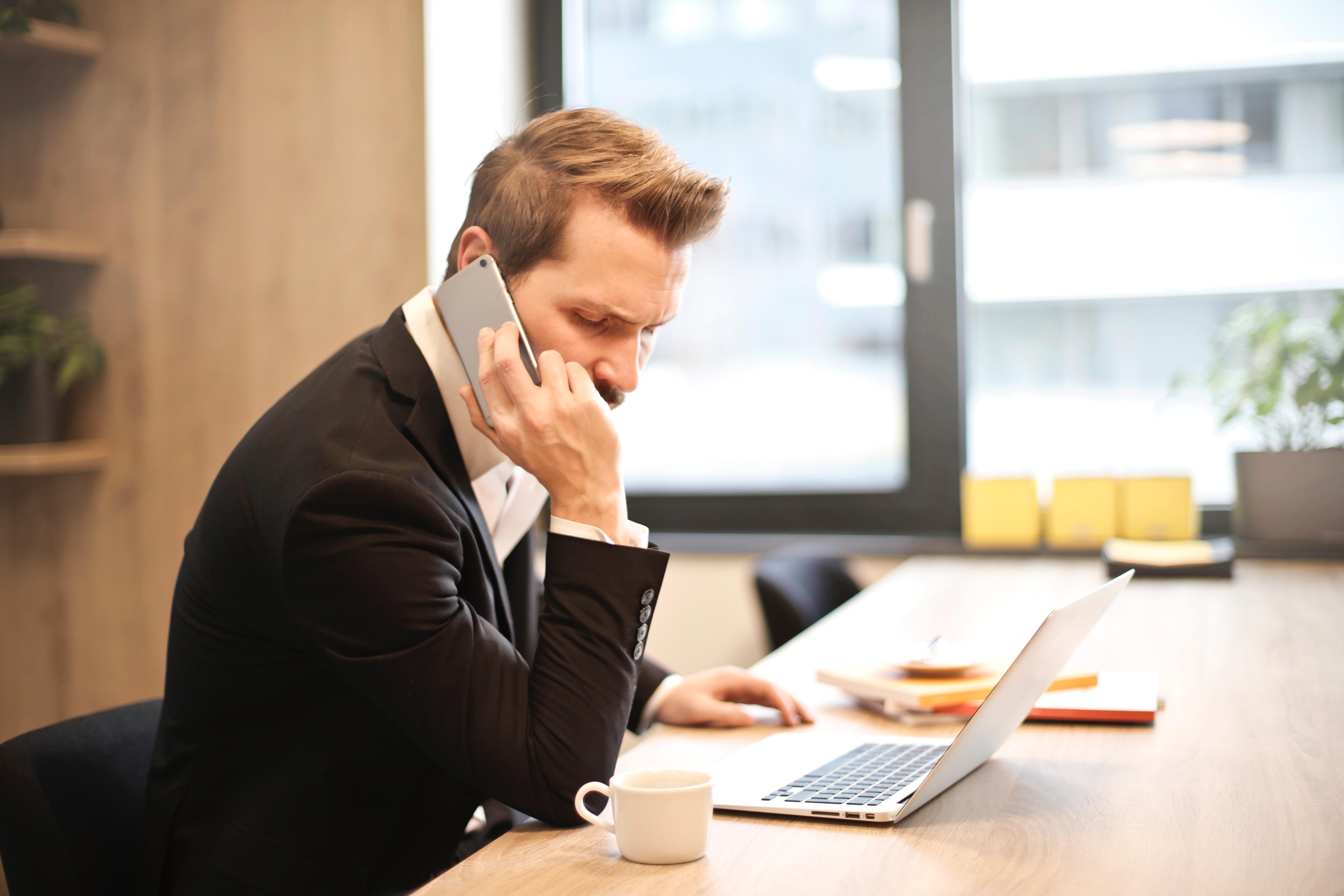 telefon biurowy, telefon komórkowy